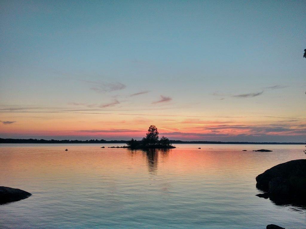 ca. 800 Meter vom Haus entfernt: Sonnenuntergang am Åsnen
